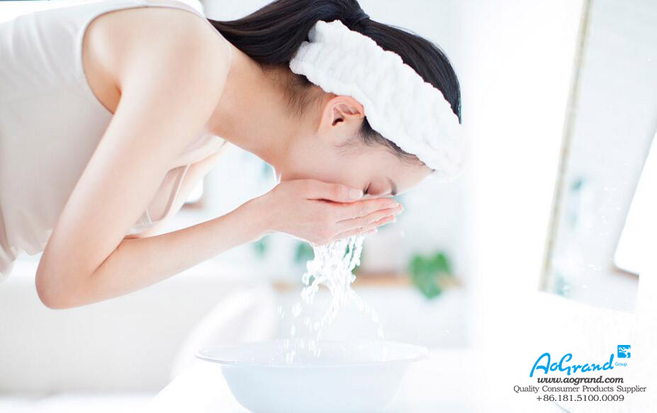 Master the Methods of Washing Your Face With Soap